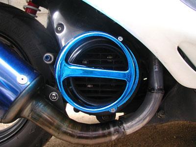 冷却ファンの所に取り付けると、走行中に冷却ファンの方に導かれる風の量が... スーパーディオ カ